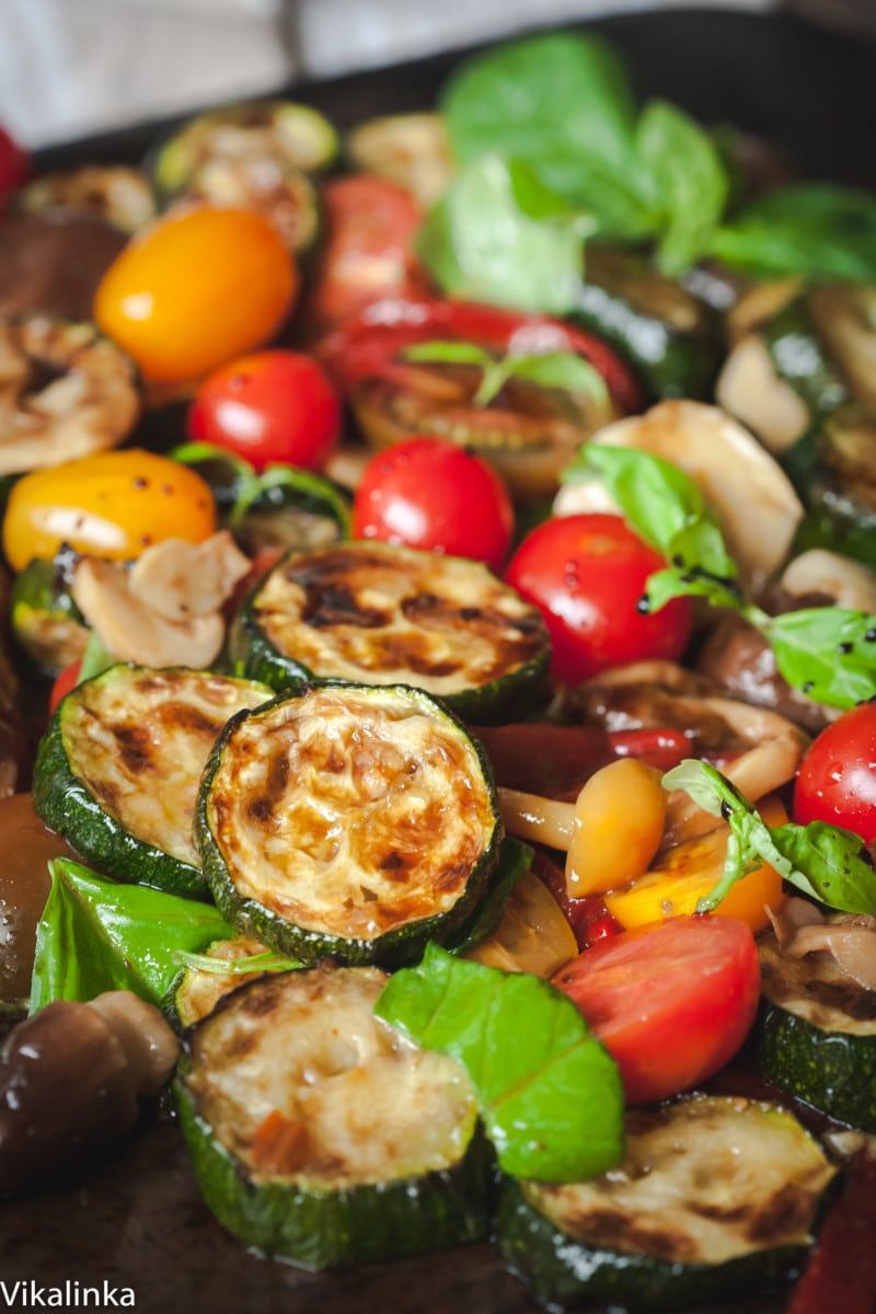 zucchini salad with cherry tomatoes, red peppers and basil