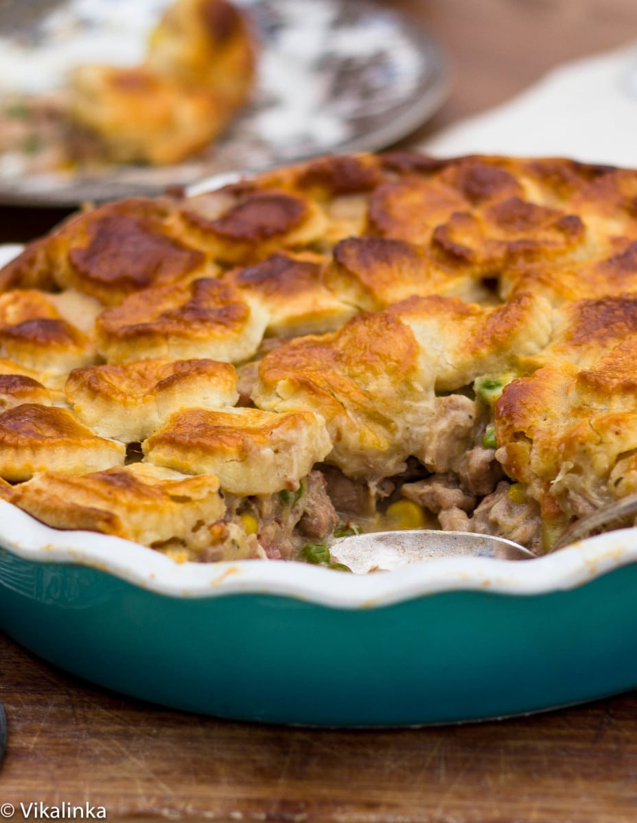 Side shot of pheasant pie in blue dish