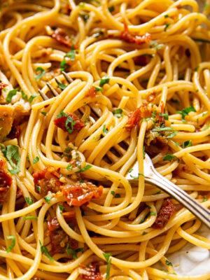 Sun-dried tomato, garlic and chilli spaghetti