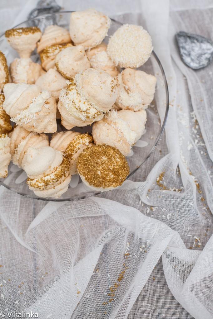 Coconut Meringue Kisses with Mascarpone Cream