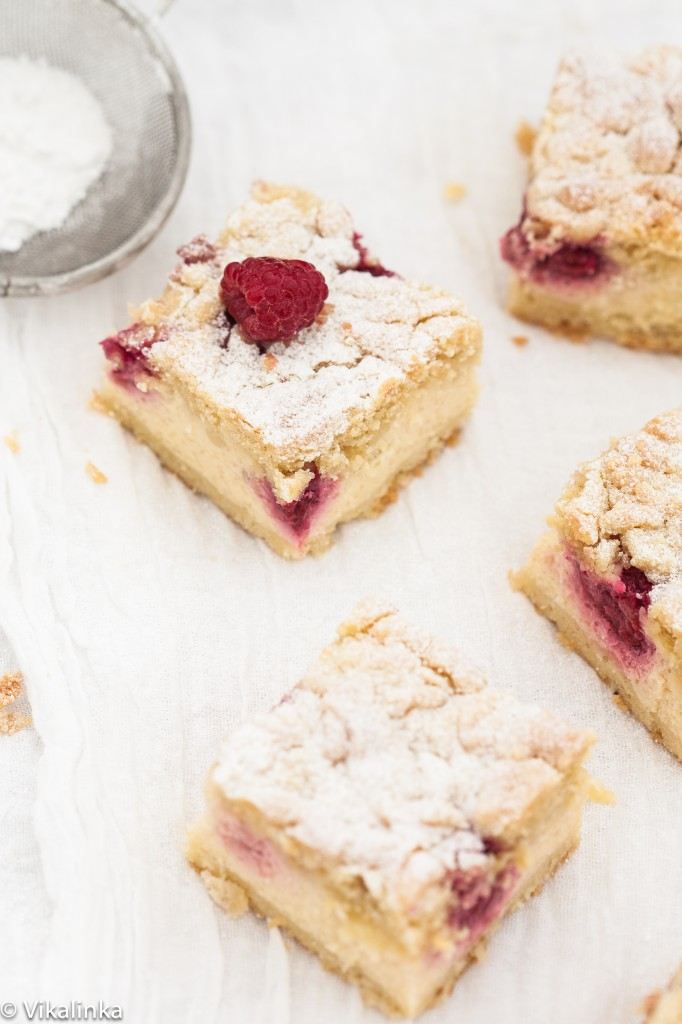 Almond Raspberry Cheesecake Bars