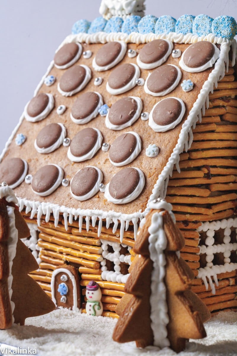 Gingerbread house made to look like a rustic cabin