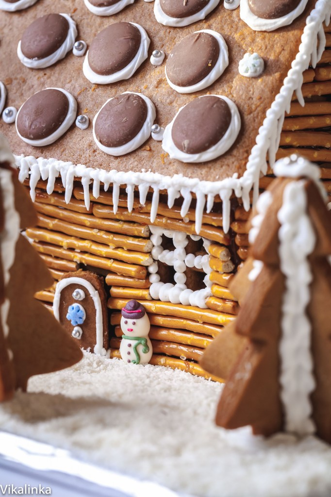 Gingerbread log cabin-tips and tricks for making it at home!