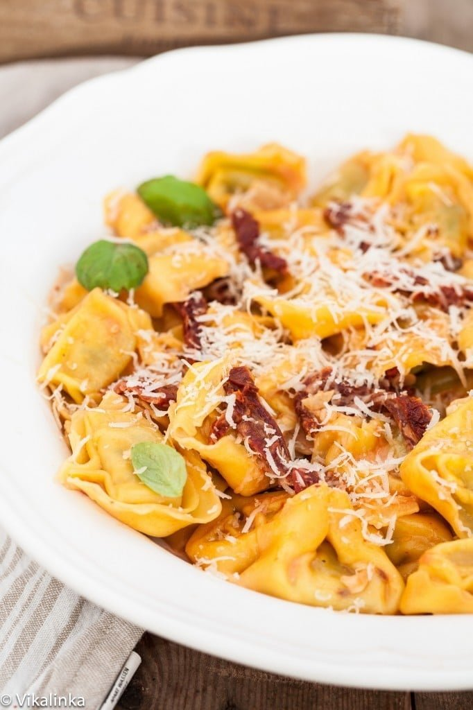 Tortellini with Sun-dried Tomatoes in Rose sauce