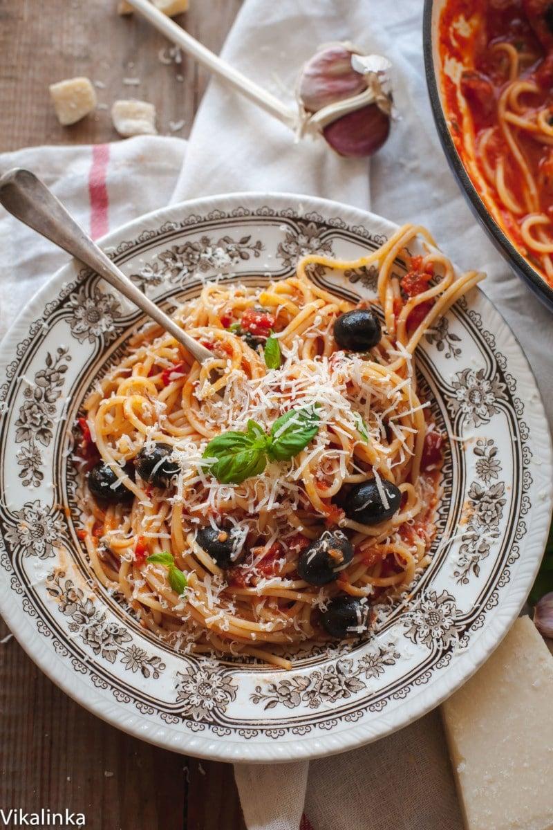 top down view of spaghetti alla puttanesca