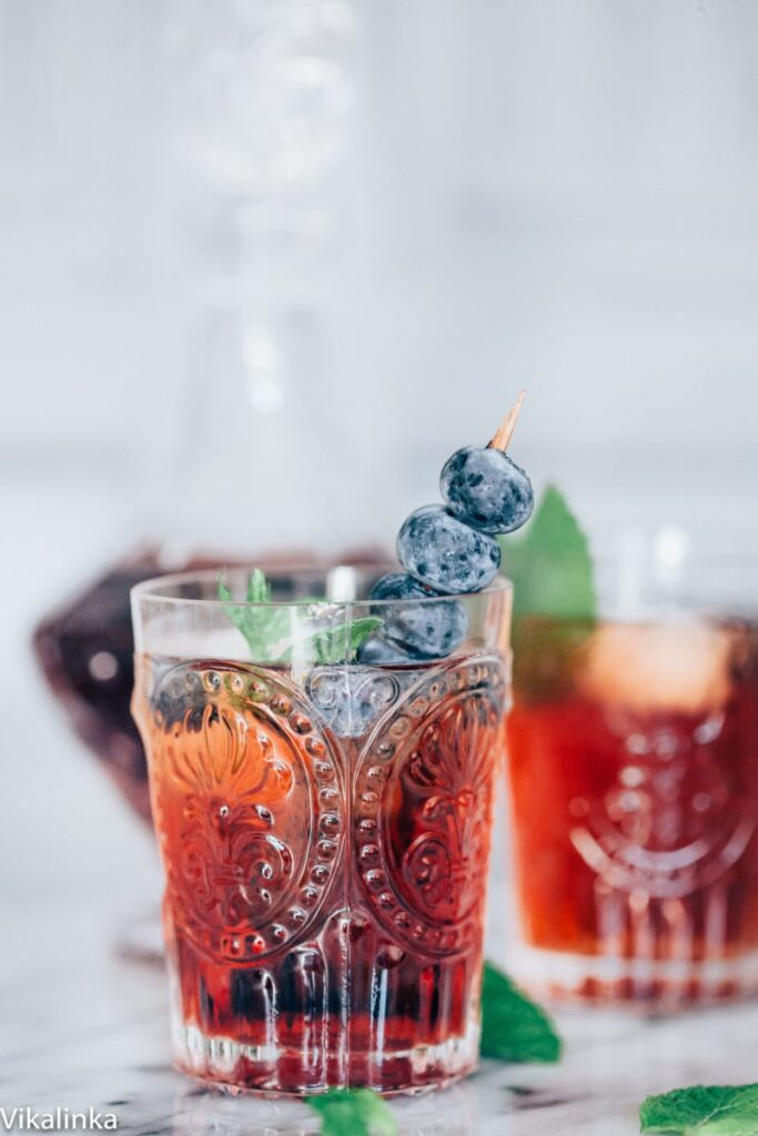 Sparkling and refreshing this drinks is the perfect summer drink!