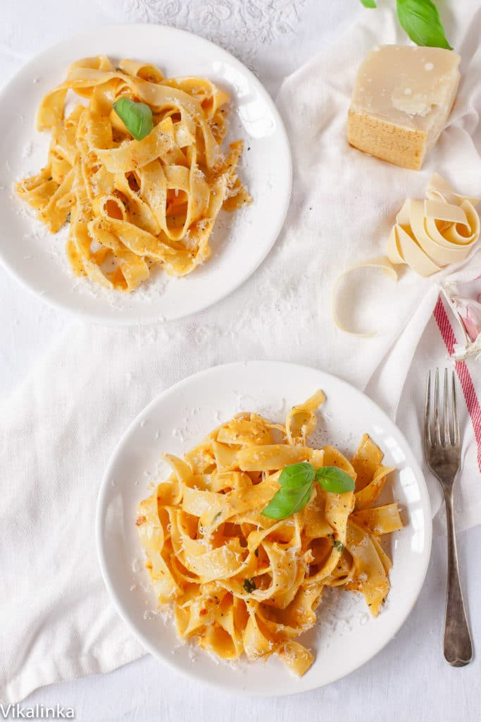 Creamy sun-dried tomato and basil pasta that will only set you back 20 minutes!