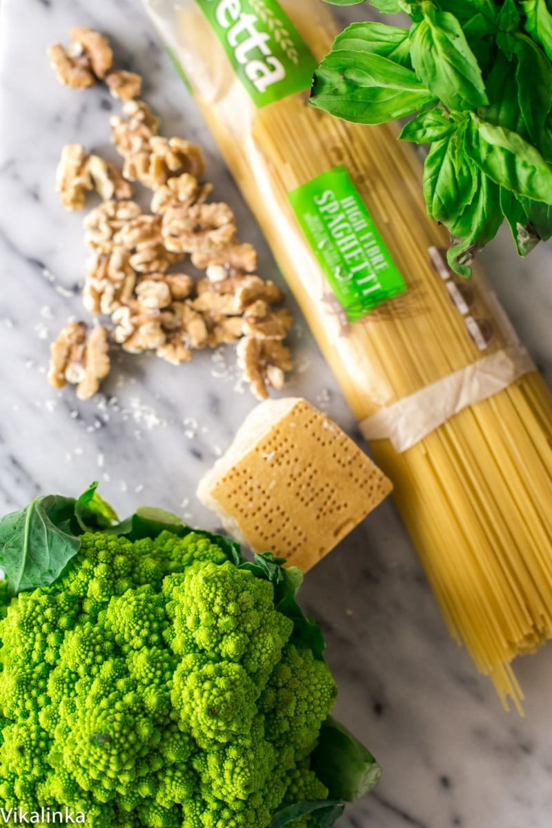 Roasted Romanesco Cauliflower Pesto Spaghetti. Flavour packed and loaded with veggies this meat-free pasta doesn't lack anything!