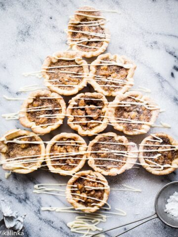 butter tarts in the shape of Christmas Tree