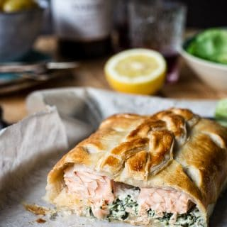 Salmon en croute (Salmon in puff pastry with creamed kale)