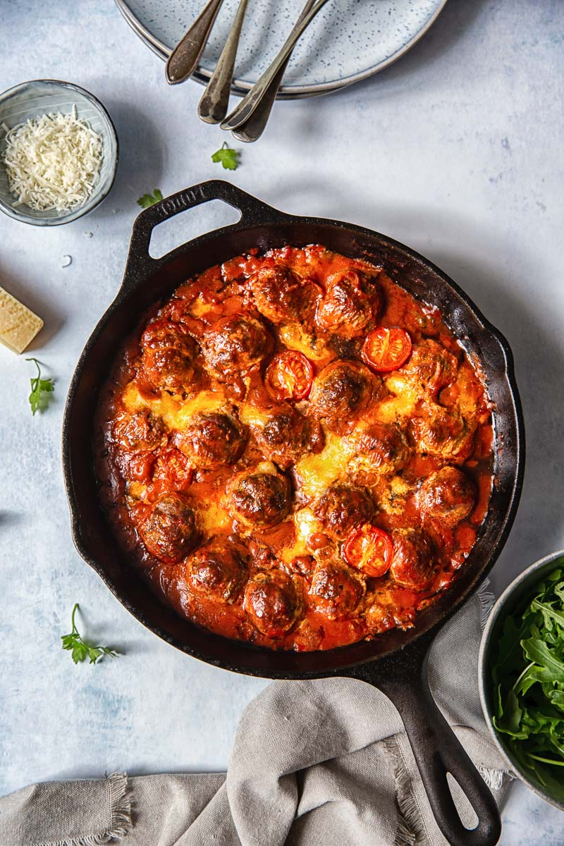 Baked Meatballs with Mozzarella and Arugula
