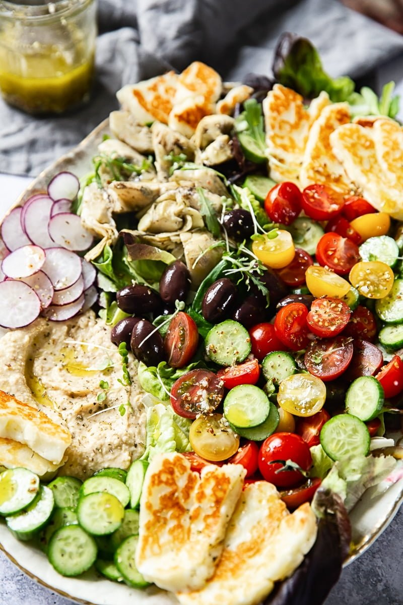Mediterranean Salad with Hummus and Fried Halloumi #mediterraneansalad
