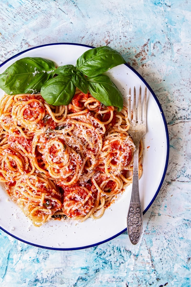 Homemade Tomato and Basil Spaghetti Sauce #spaghettisauce