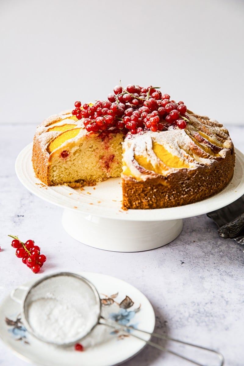 Summer Peach Cake with Red Currants #peachcake #redcurrantcake