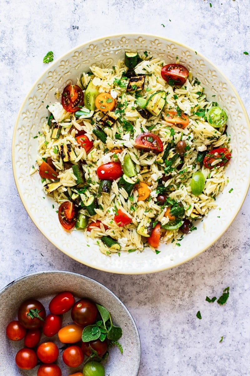 Greek Orzo Salad with Grilled Zucchini #greeksalad #pastasalad