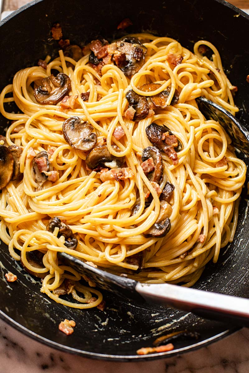 pasta carbonara with mushrooms