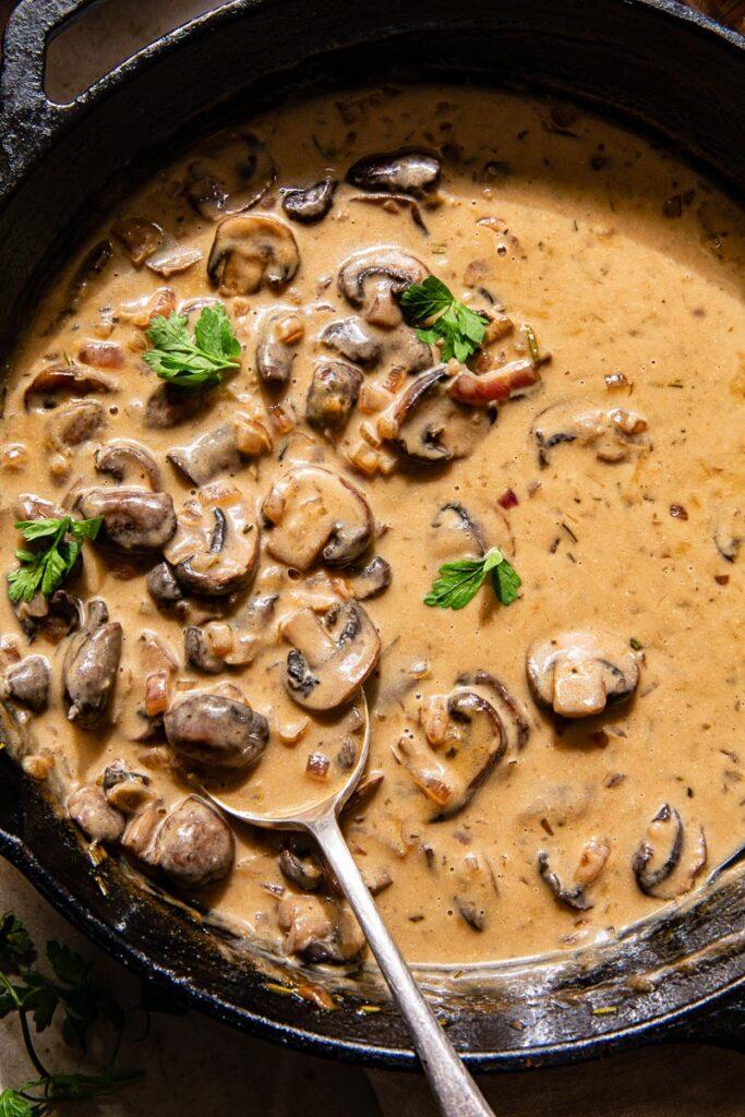 mushroom sauce in black pan