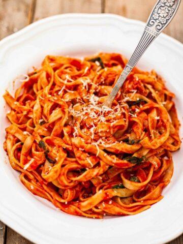pancetta pasta with tomato sauce