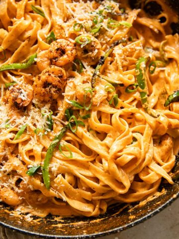 Cajun pasta with shrimp and green onions