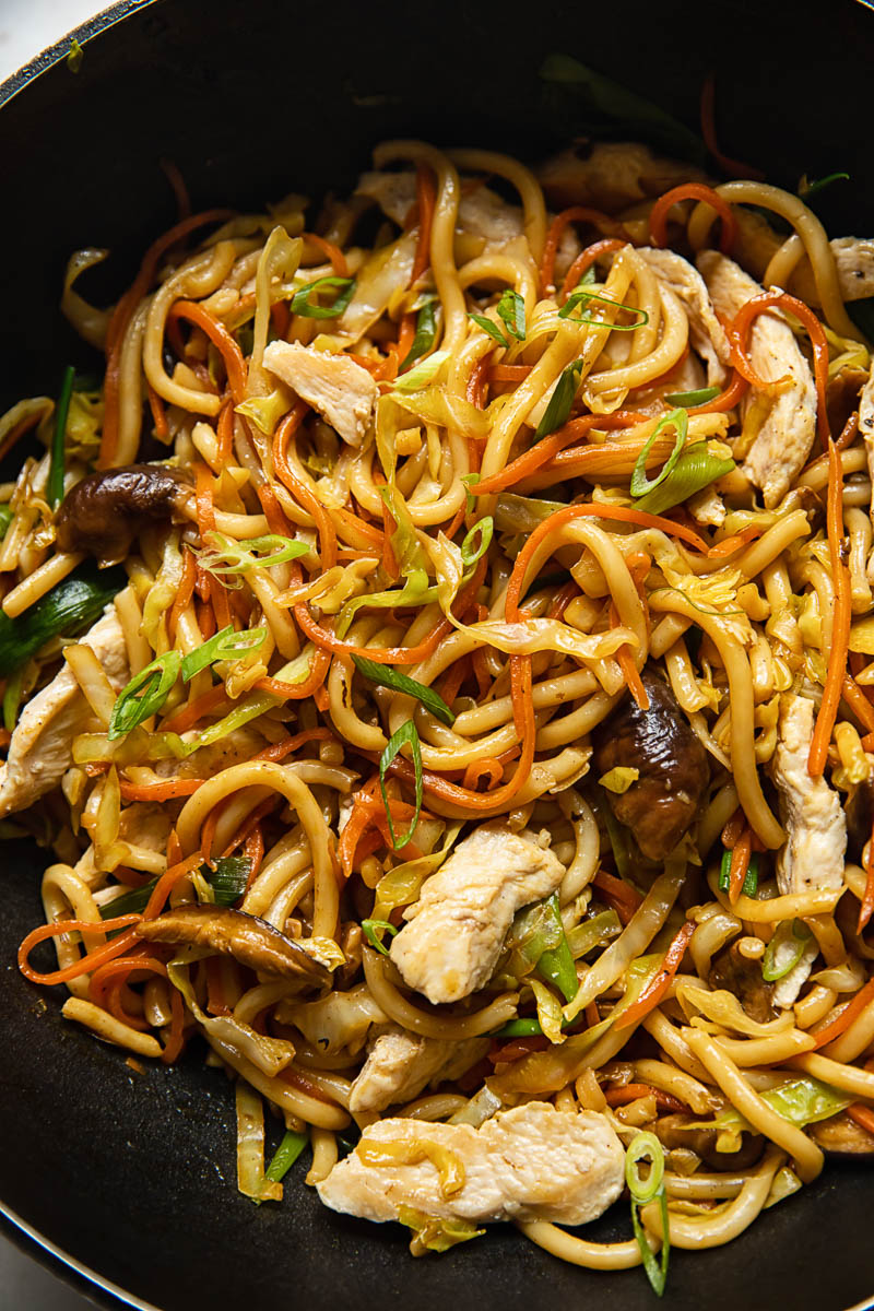 udon noodles with chicken and mushrooms